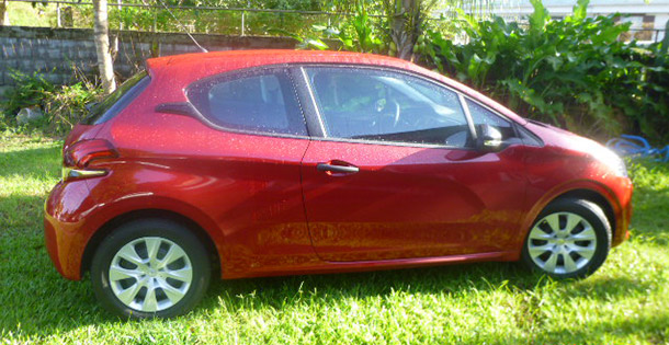 Location voiture catégorie B Peugeot 208 - Omerloc Guadeloupe